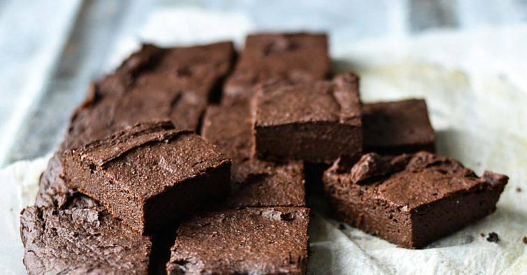 como fazer brownies de alfarroba